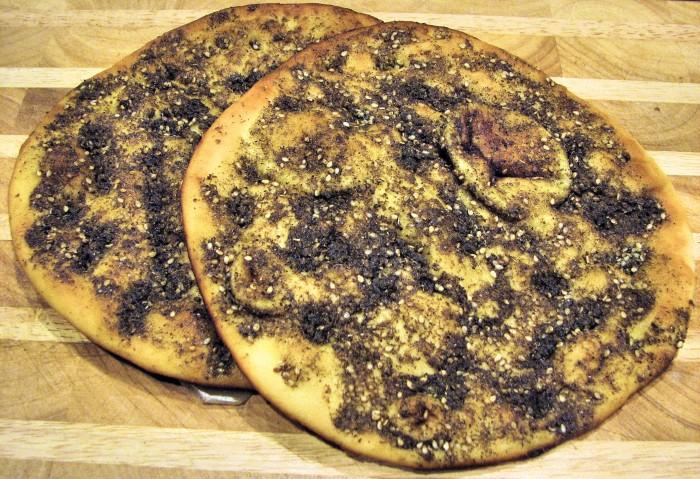 Manakeesh prepared with za'atar from an Israeli bakery (Photo: N. Saum, CC BY-SA 3.0)