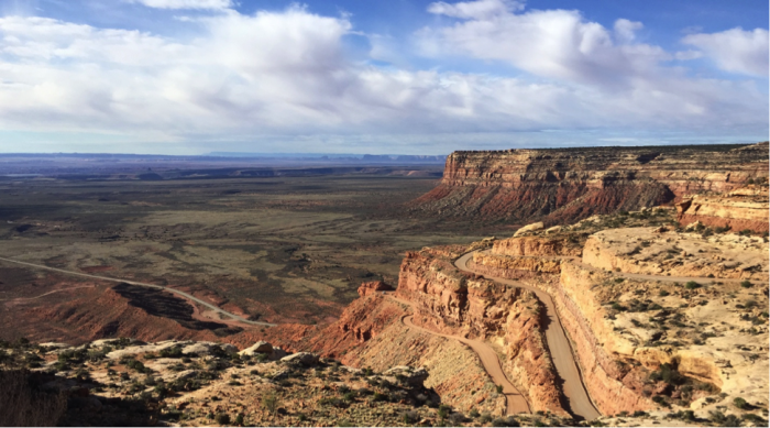 The southeastern bluff of Cedar Mesa where UT Hwy 261 drops into the Valley of the Gods (© Jerry K. Jacka).